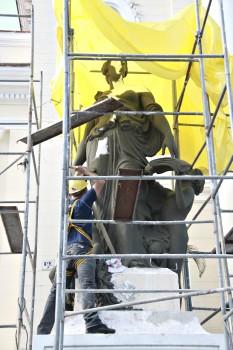 Restauração nas Estatuas da Câmara Foto Sergio Gomes 20-02-2019 (24)